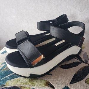 Platform athletic sandal Zara thick sole chunk 9
